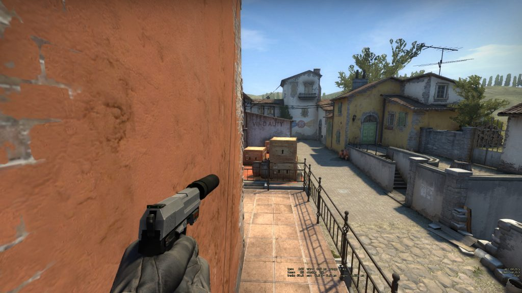 Inferno tips for holding balcony at apartments CSGO